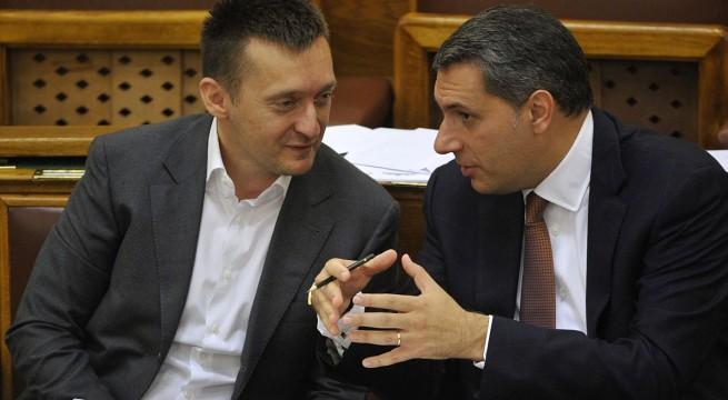 Rogán Antal és Lázár János az Országgyûlés plenáris ülésén. Fotó: Kovács Attila, MTI