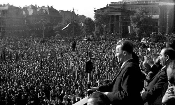 A Magyar Kommunista Párt nagygyűlése a Hősök terén.