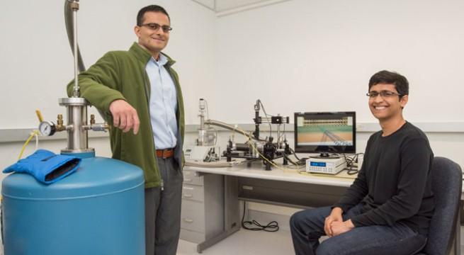 Ali Javey professzor és Sujay Desai. Fotó: Marilyn Chung/Berkeley Lab