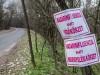 Fertőzés veszélyére figyelmeztető tábla a Bács megyei Kelebia határában. Fotó:  Ujvári Sándor, MTI