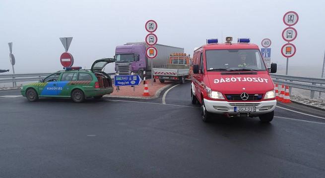 Teljes útzár Nagylaknál, az M43-as autópályán. Fotó: Donka Ferenc, MTI