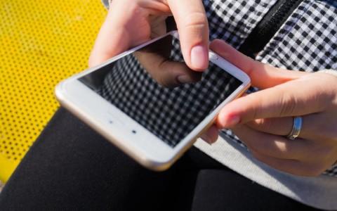 mobiltelefonozik
