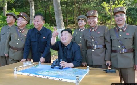 Kim Dzsong Un a rakéták tesztjén - fotó:  Észak-koreai hírügynökség / Reuters