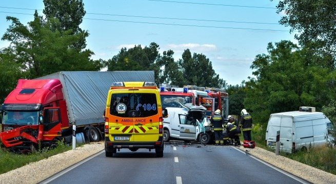 Baleset 13-án Soltvadkert és Pirtó között, ahol két kisteherautó ütközött. Az egyik furgon 43 éves sofőrje a helyszínen meghalt. Fotó: Donka Ferenc, MTI