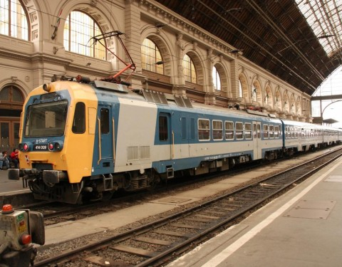 vonat-keleti