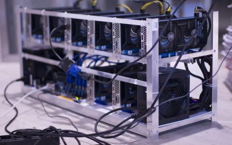 A kriptovalutát legtöbbször grafikus processzorokkal bányásszák, speciális célhardver segítségével.