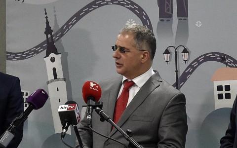 Kósa Lajos egy korábbi sajtótájékoztatón. Fotó: Máthé Zoltán, MTI