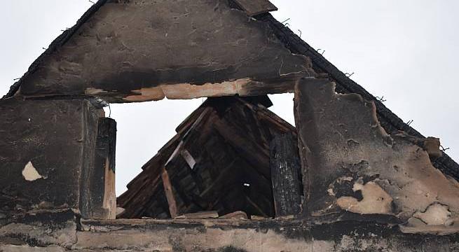 A leégett ház homlokzata Kóróson. Fotó: katasztrófavédelem