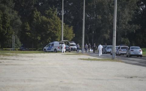 Helyszínelők a Pólus Center mögötti parkolóban, ahol a 49 éves vállalkozó holttestét találták meg 2018. szeptember 20-án. Fotó: Mihádák Zoltán, MTI
