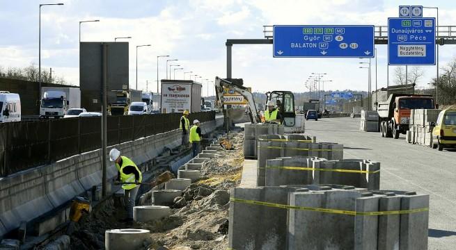 Az M0-s autóút felújítása
