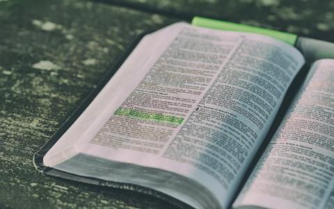 angol-biblia