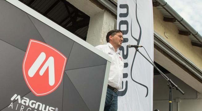 Boros László a Magnus és MultiFly sajtótájékoztatóján Pogányban.
