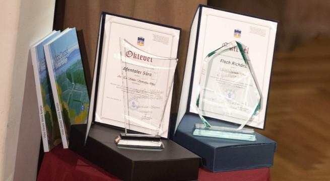 Az elmúlt  évben Afentaler Sára és Flach Richárd vehette át a két díjat.