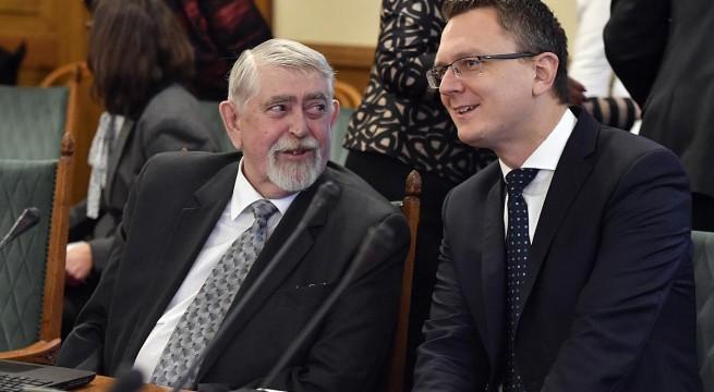 Kásler Miklós, az emberi erőforrások minisztere és Rétvári Bence, az Emberi Erőforrások Minisztériumának parlamenti államtitkára. Fotó: Máthé Zoltán, MTI