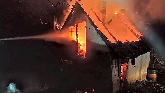 Pellérden tragédia is történt: Szilveszter éjszakáján kigyulladt ház romjai között egy holttestet találtak. Fotó: OKF