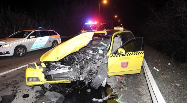 Halálos baleset kedden a ferihegyi repülőtérre vezető úton. Fotó: Mihádák Zoltán, MTI