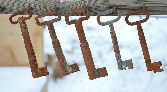 kulcsok-felakasztva