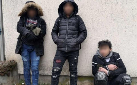 Pénteken egy magyarbólyi házban bujkált három szír férfi. Fotó: rendőrség