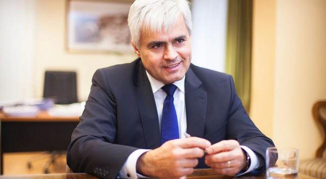 Jenei Zoltán - a kancellár távozik székéből,  feladatait ideiglenesen az informatikai igazgató veszi át.