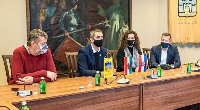 Rudolf Zsolt, Riegl Gábor, Bockovac Tímea és Mojzes Tamás a támogatások átadásakor