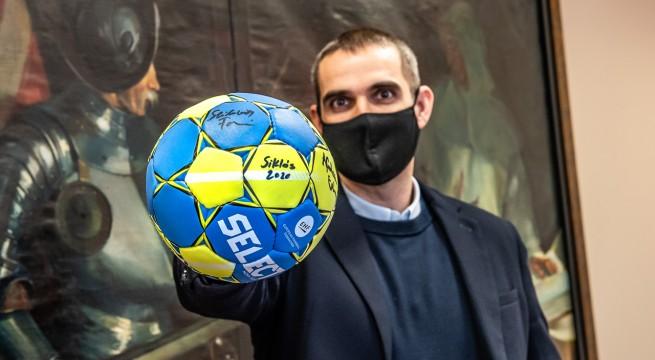 Siklós polgármestere és a kezdeményezés első adományozója indította útjára a labdát