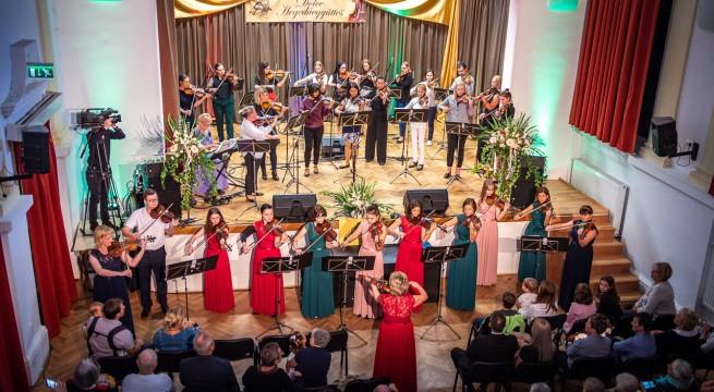 Dolce Hegedűegyüttes jubileumi koncertje Siklóson © Siklósi Hírek