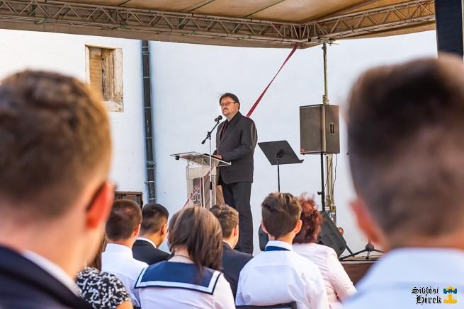 Fischer Zsolt beszédet tart az évnyitón