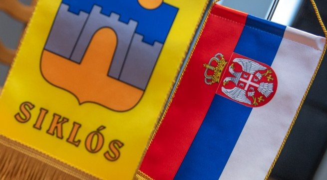 szerb-siklos-zaszlo